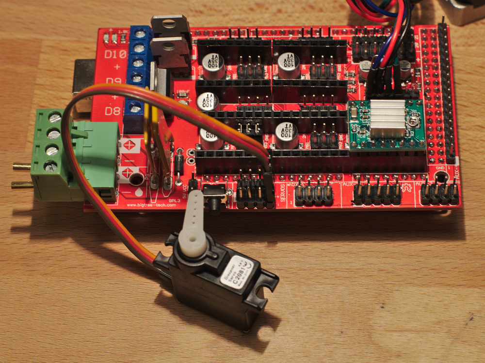 Plug in the servos. Make sure to plug them in the right way with the red wire going onto the + pin.